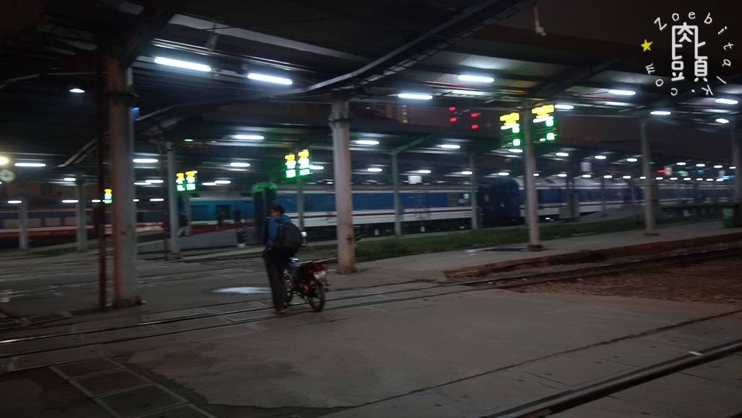 vietnam send bike with train 9